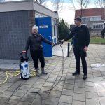 De Nekker en Elzinga sponsort zwembad Blokzijl hogedrukspuit